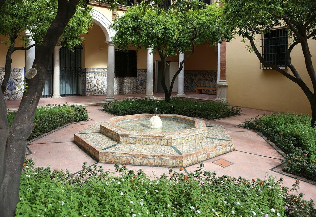 Малага. Епископский дворец (Palacio Episcopal). Фонтан