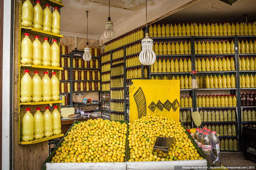 35. В Иране достаточно вкусные местные фрукты — гранаты, яблоки, хурма, бананы, апельсины, мандарины