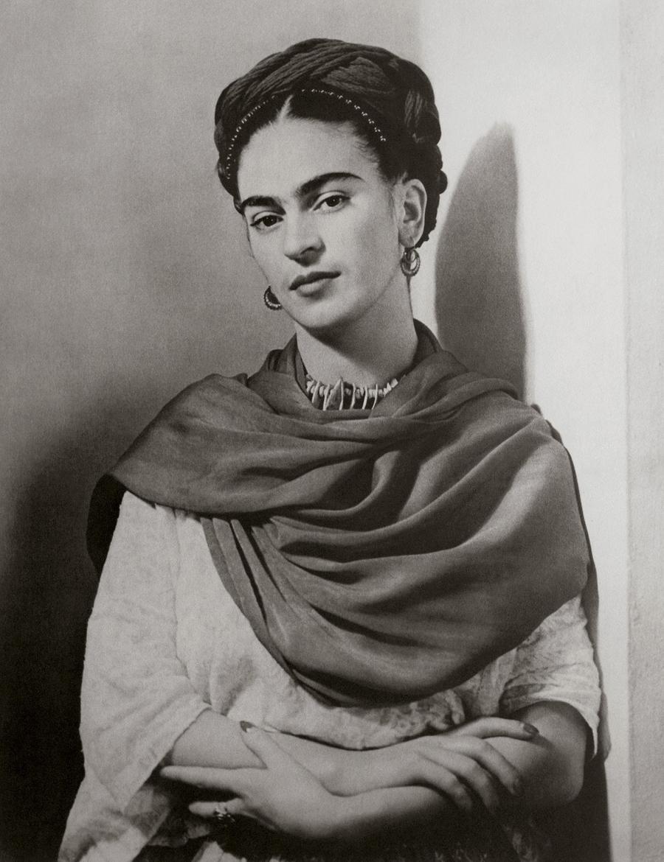 1. Мексиканская художница Фрида Кало в 1939 году. Портрет снял фотограф венгерского происхождения Ни