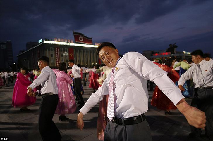 Судя по массовости праздника, легко предположить, что Северная Корея давно не знала такого веселья.