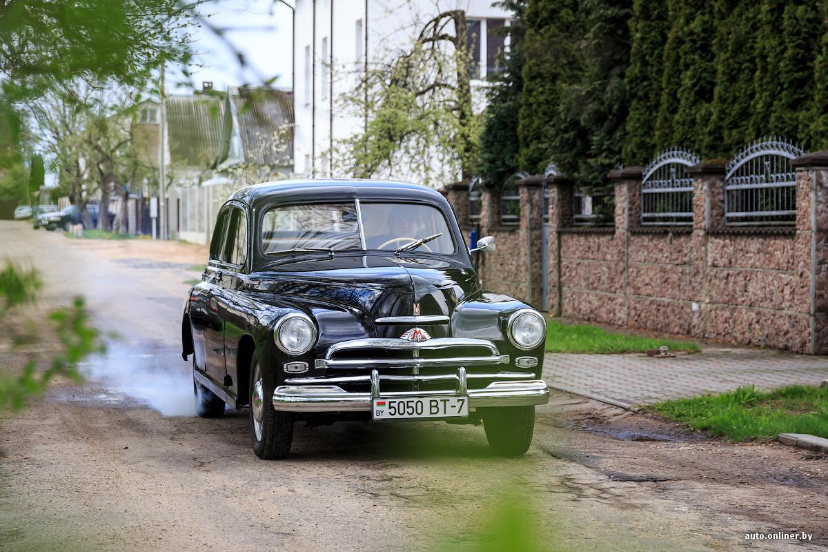 Главное отличие от машин той эпохи — цвет. ГАЗ М-20 никогда не был черным. Желтый, белый, кремовый,