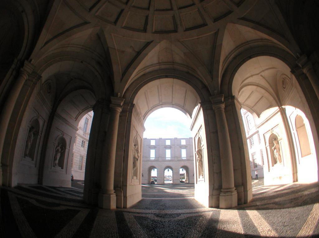 Португалия. Лиссабон. Дворец Ажуда. Строительство здания началось в 1796 году. Однако, строитель