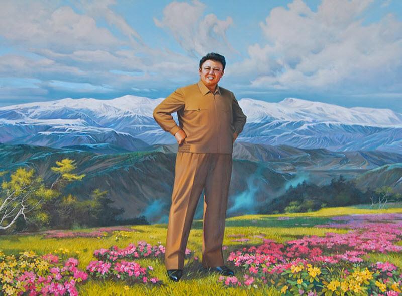 11. Портреты Ким Ир Сена, его сына и жены, в различных вариациях украшают собой любые общественные з