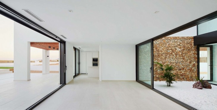 Seafront Residence by Pepe Gascon Arquitectura