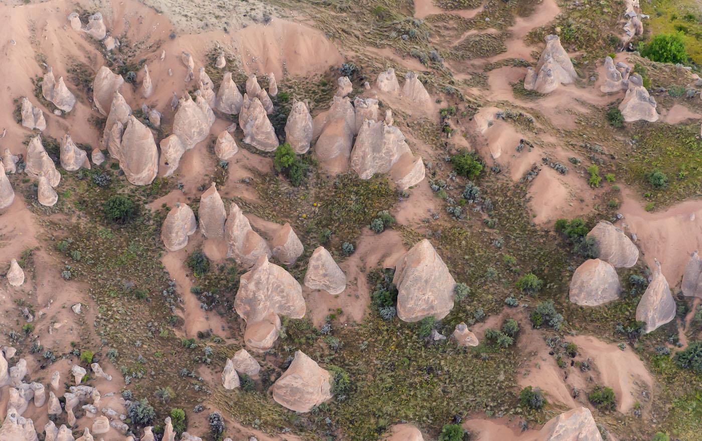 Фотография 17. Скалы в долинах Каппадокии в Турции. Вид сверху. Снят во время полета на воздушном шаре. 1/250, 8.0, 2500, 240.