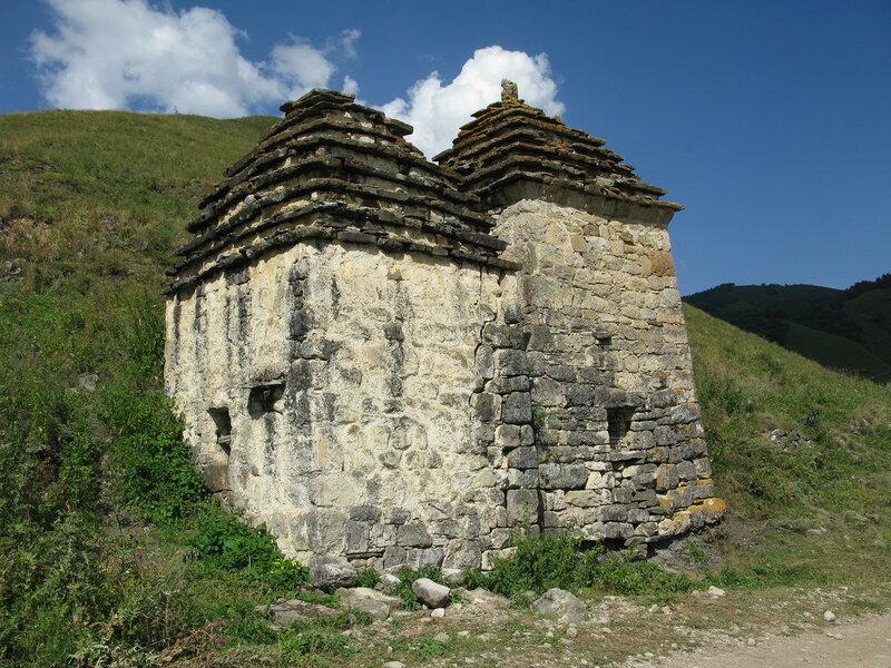 Склепы у селения Цори