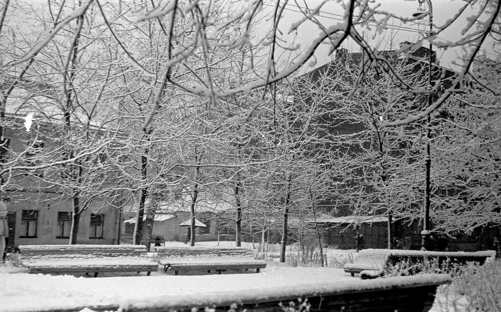 55439 Сквер на углу Климентовского и Малой Ордынки Александр Иванович Хлупнов нач. 1950-х.jpg