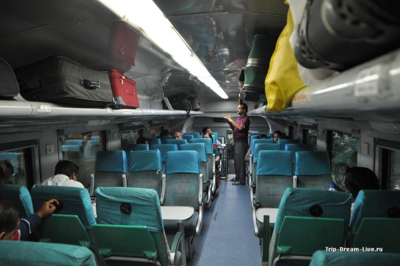 А вот в двухэтажном поезде розетки были у каждого кресла