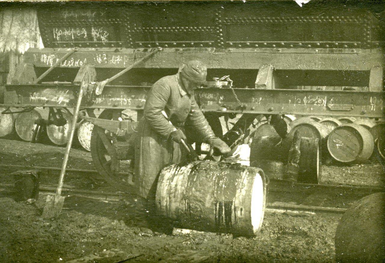 1923. «Расфасовка» ГСМ на задворках ст. Челябинск