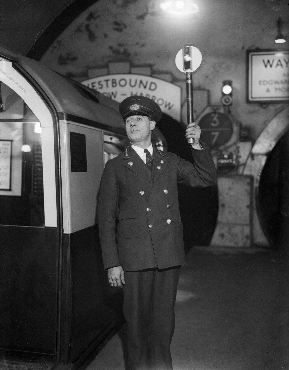 1933. Станция метро «Площадь Лестер-Сквер»