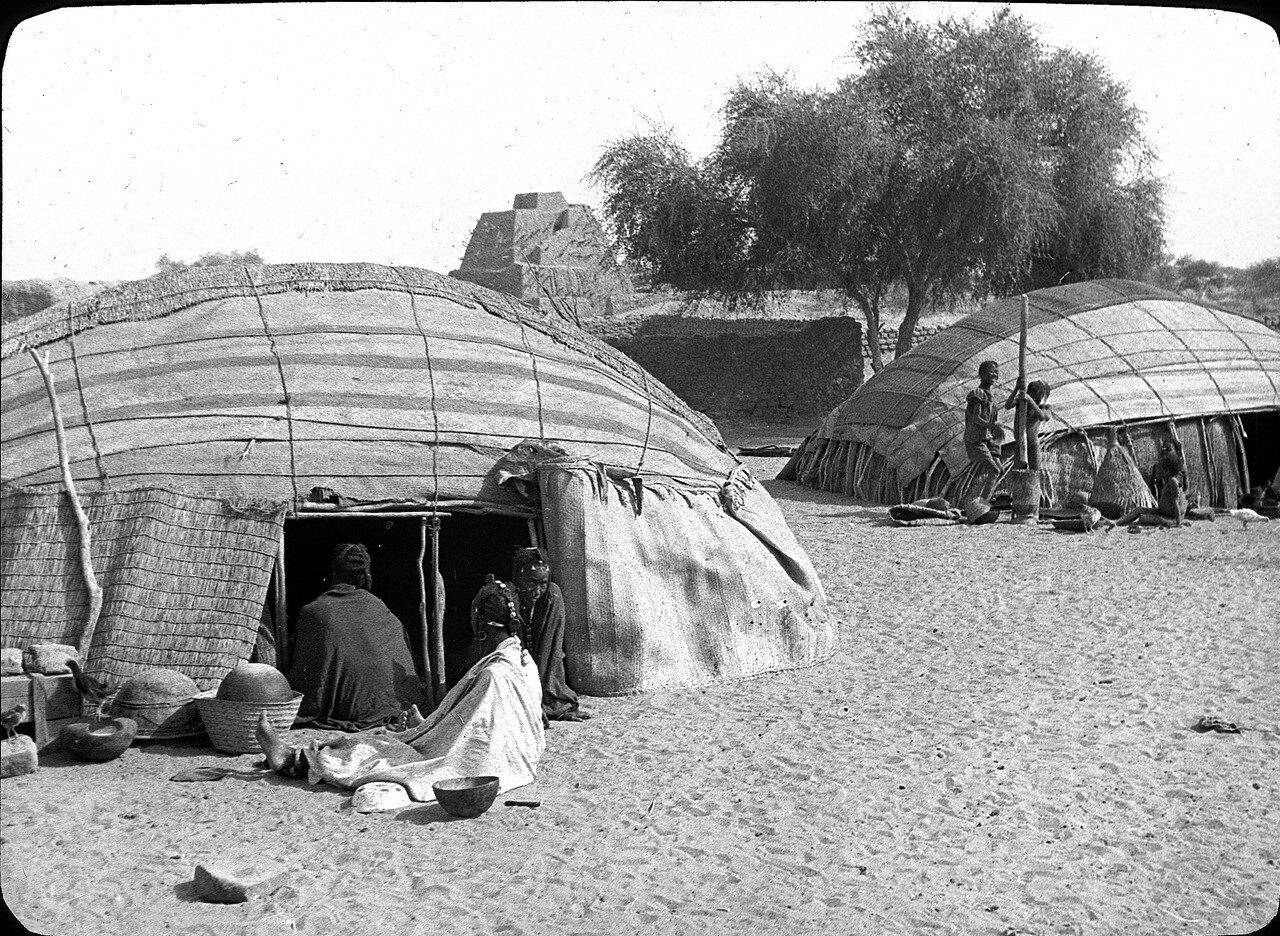 Мали. Окрестности Гао вблизи Нигера. Шатры туарегов