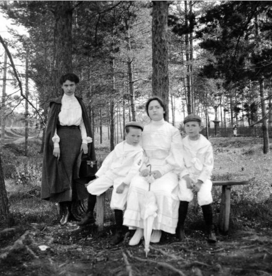 1904. Вешняки. Яша, Миша, Маня и Рая