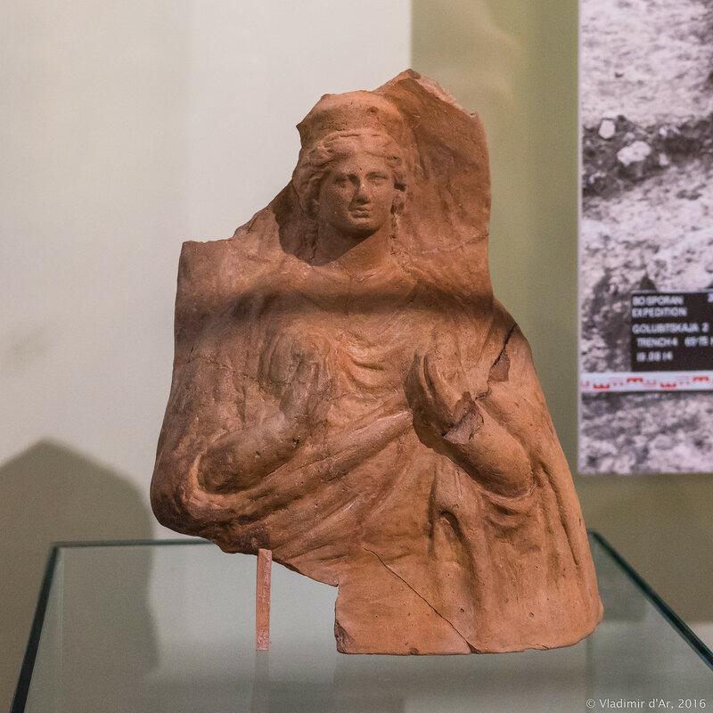 Протома богини в калафе. Последняя четверть IV - первая четверть III в. до н.э.
