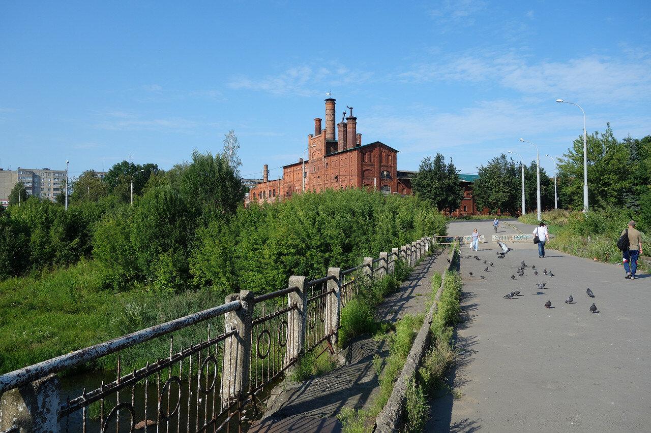мост, голуби и пивзавод