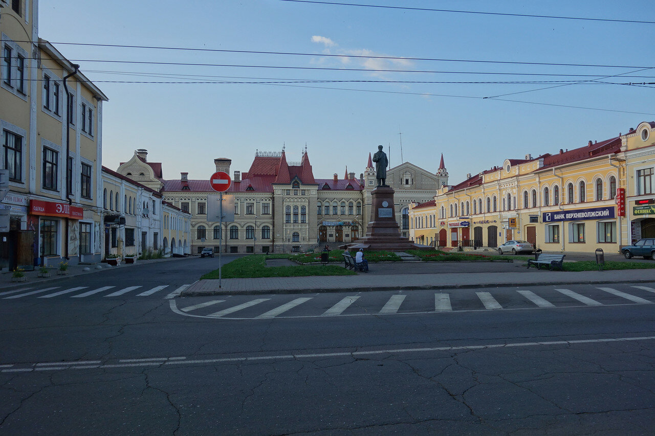 Красная площадь: Ленин в шапке на месте Александра-2