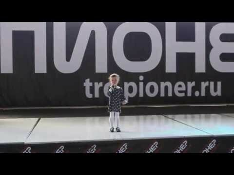 Девочка со стихом о бабушкиной пенсии стала хитом рунета