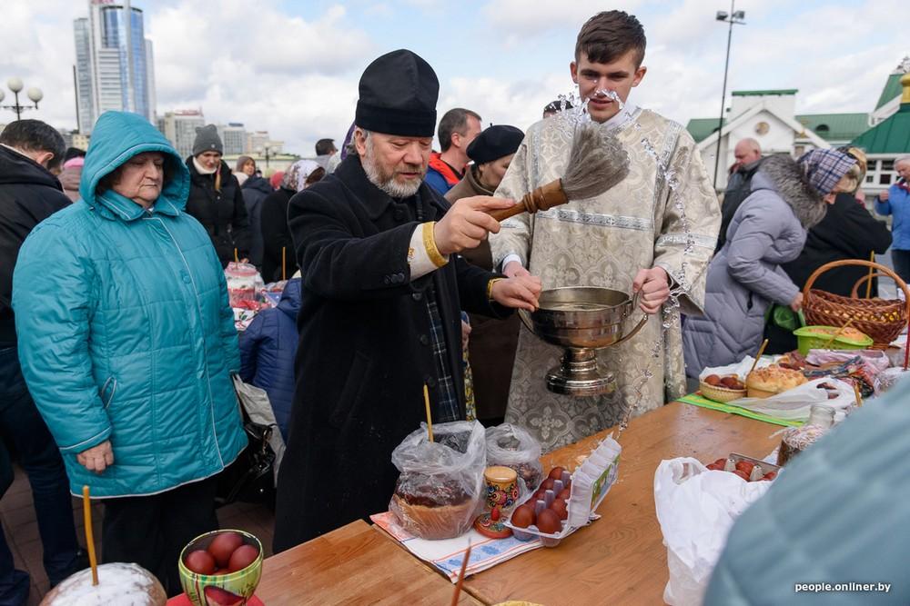Католический и православный Минск празднуют Пасху
