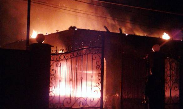 Пожары и разрушения из-за обстрелов в Марьинке: полиция документирует последствия теракта. ФОТОрепортаж