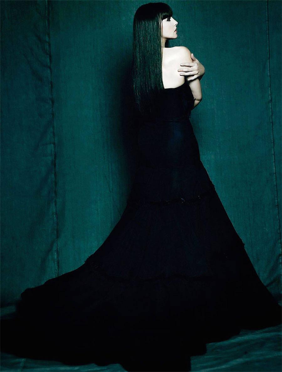 Готичная Моника Беллуччи в объективе Марселя Хартманна, 2005 год.