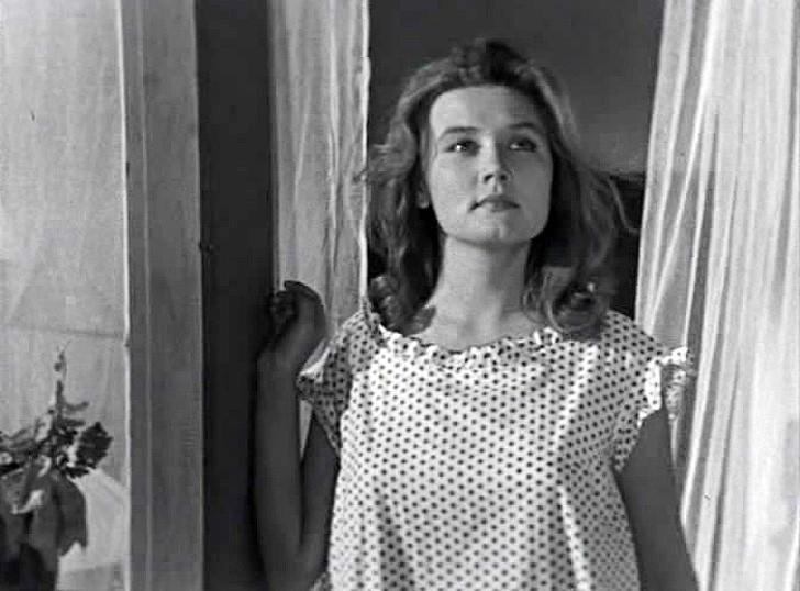 Вера Алентова, 1965, «Дни летные» — учительница Лидия Федоровна.