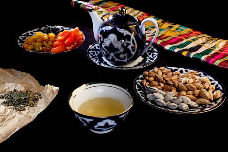 Чай со сладостями — это узбекская традиция. Одних лишь вариантов приготовления чая в Узбекистане мас