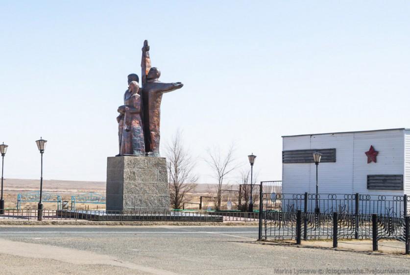 После распада СССР в 1991—1992 настали тяжелые времена для Байконура-космодрома, и для Байконур-горо