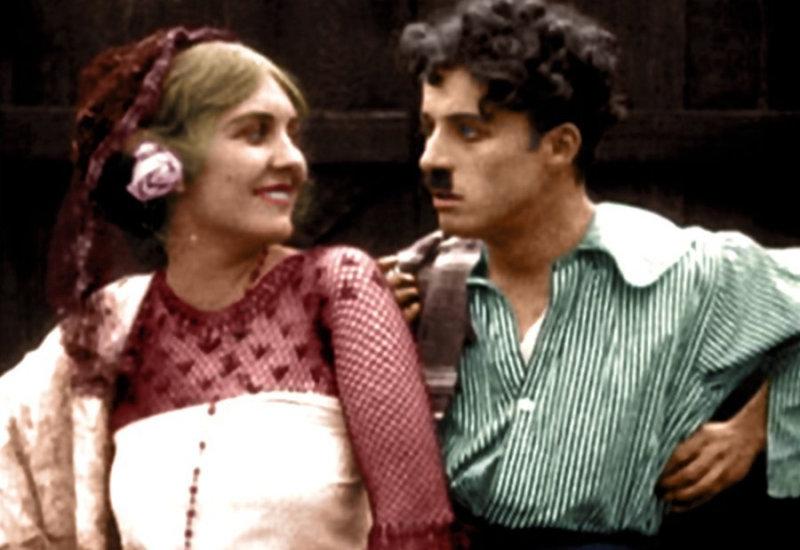 И даже когда в 1930-х годах на смену немому кино пришли фильмы со звуком, Чаплин остался верен
