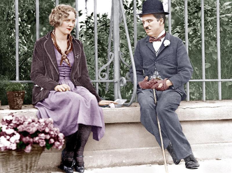 Детство Чаплина в Лондоне прошло в бедности и лишениях. Поскольку у него не было отца, а мать п