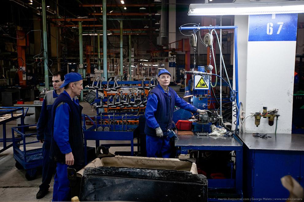 25. На данный момент, на самом производстве и в дочерних предприятиях работает около 40 тысяч ч