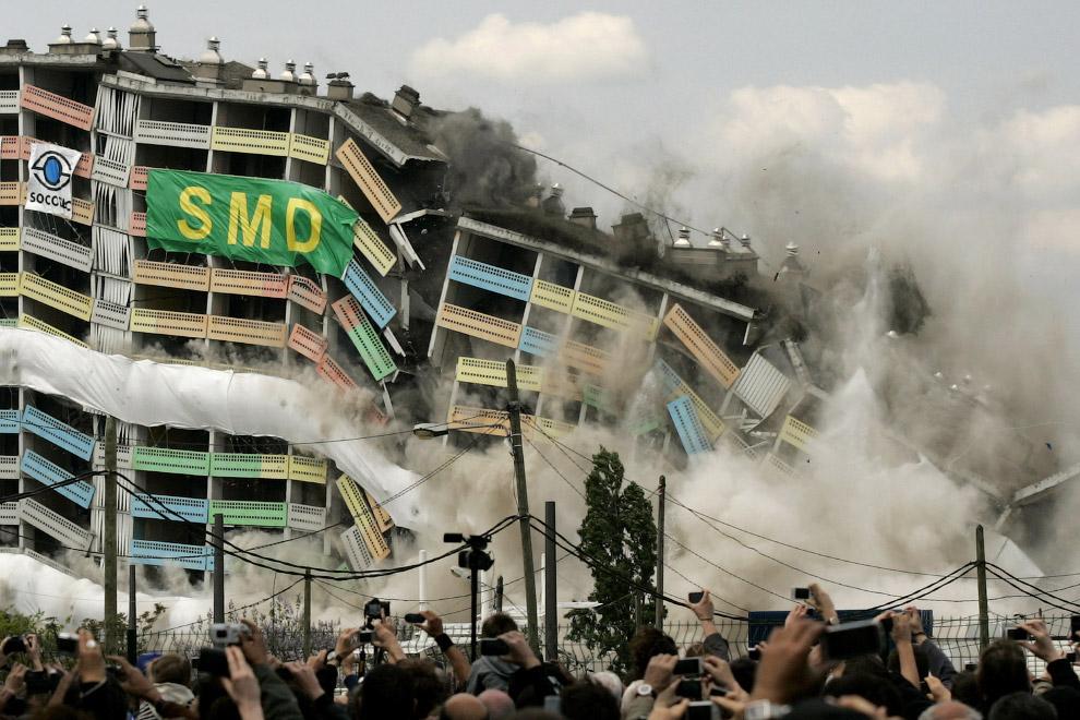 9. Взрыв трубы в немецком городе Боксберге, 6 октября 2012. В трубе было просверлено 1653 отвер