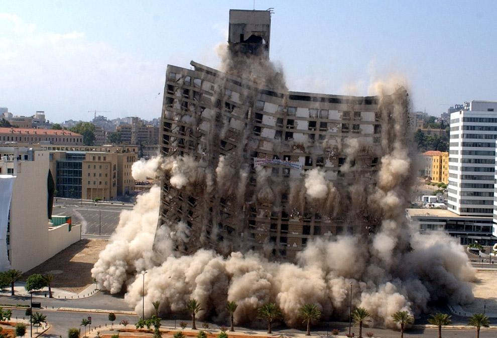 14. Чаще всего взрывают и заново строят в Китае. Вот и опять, контролируемый взрыв моста в пров