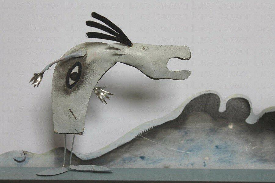 Жестянки – скульптура Люси Кассон