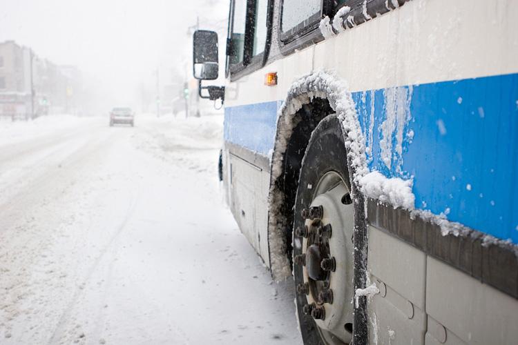 Пассажиров рейсового автобуса \Новосибирск-Павлодар\ спасли новосибирские дорожники