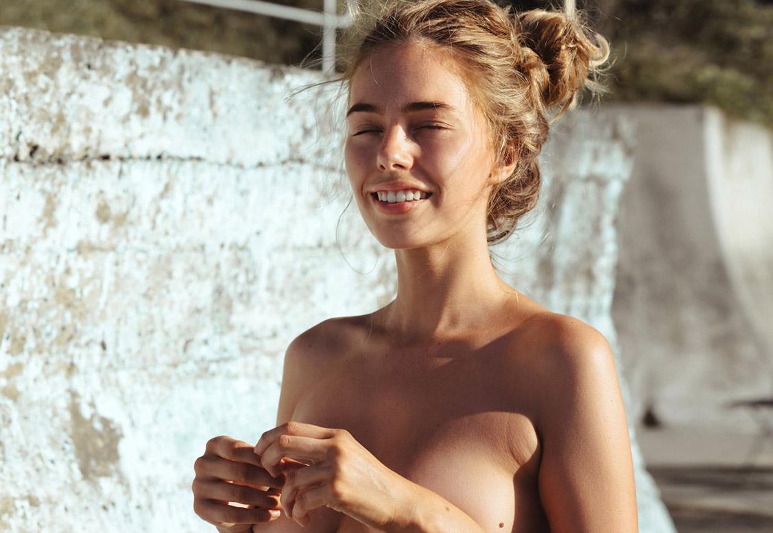 Душ на пляже - Антея Пейдж / Anthea Page by Cameron Mackie for Yume