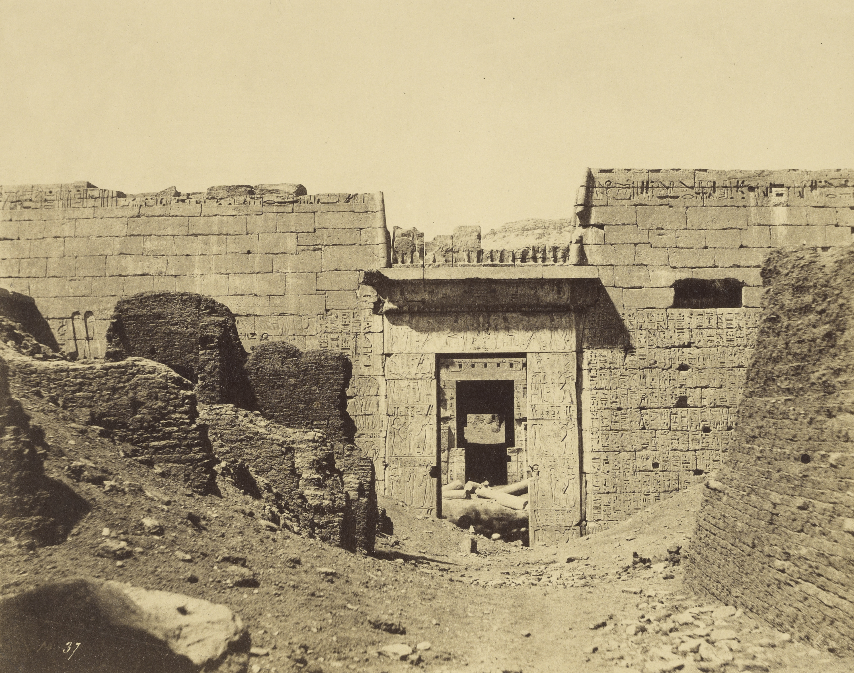 Мединет-Абу. Дворец Рамсеса II.  Вход во второй двор