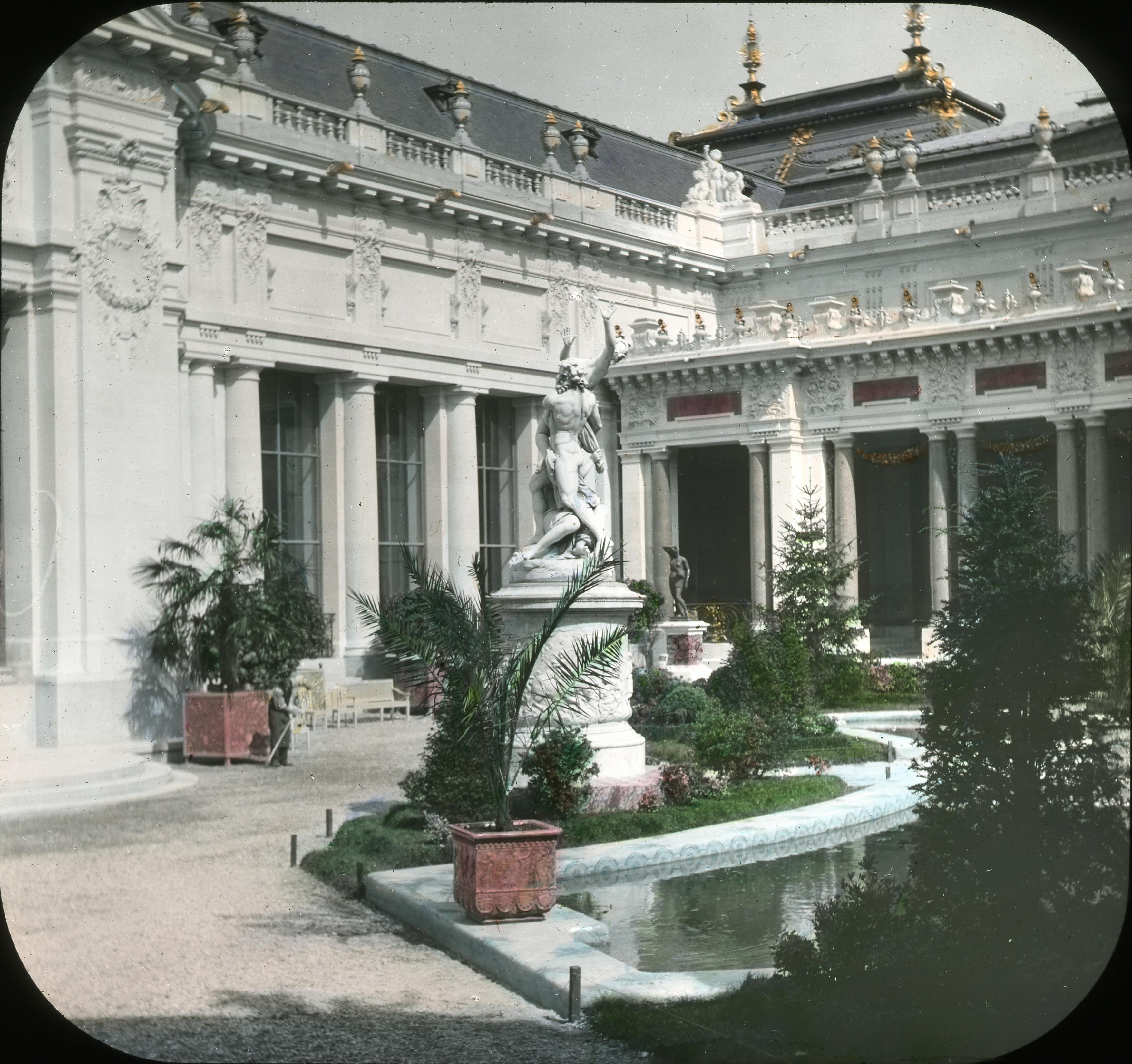 Дворец истории искусств. Двор