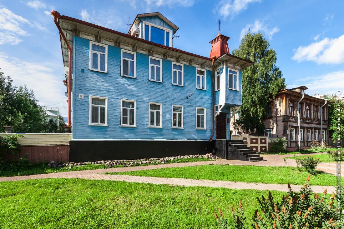 Проспект Чумбарова-Лучинского, 19