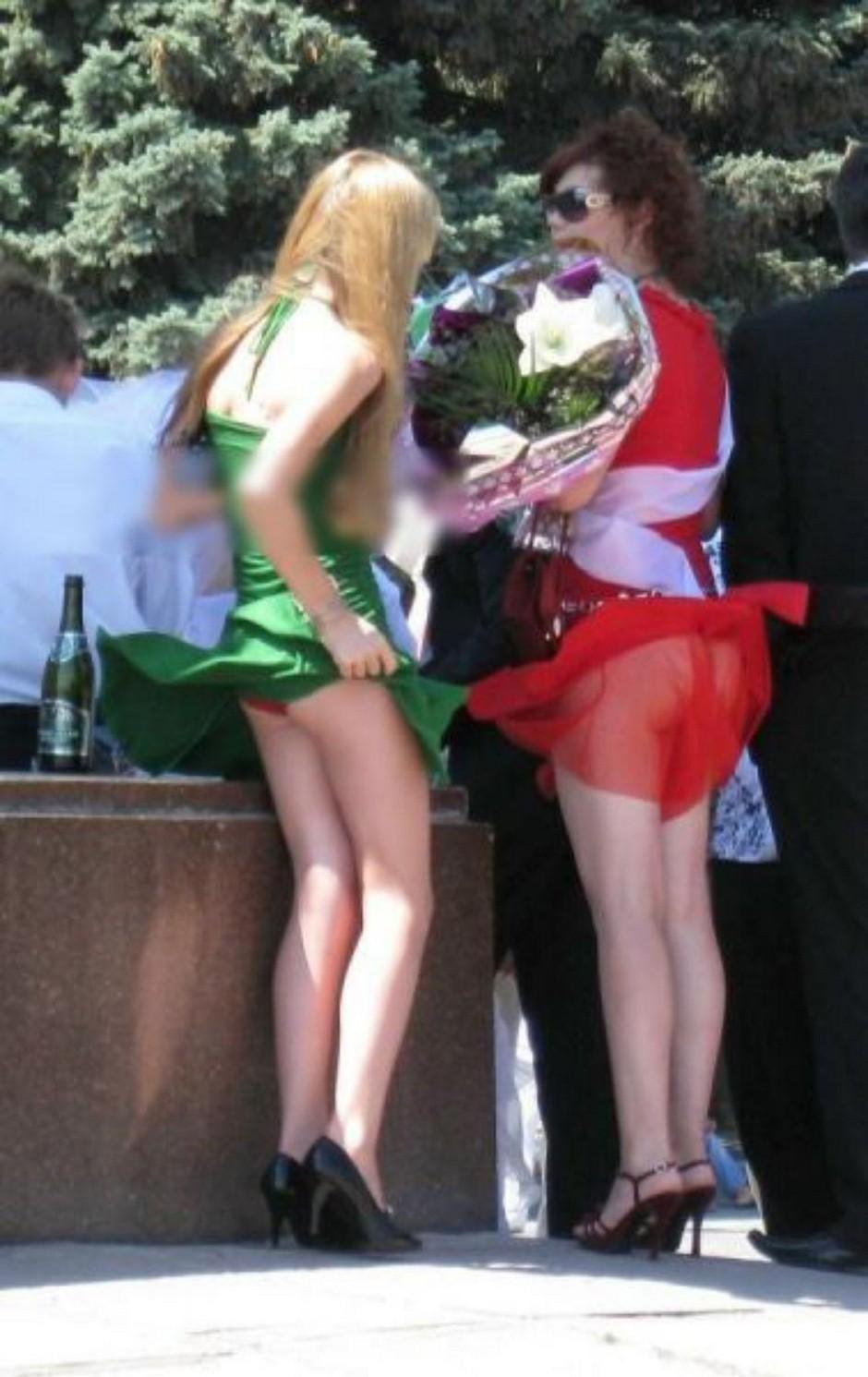 Девочек под юбкой засветы