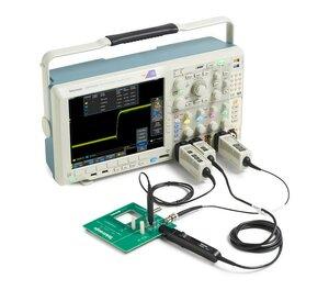 Осциллограф смешанных сигналов MDO4104C - Вид с пробниками