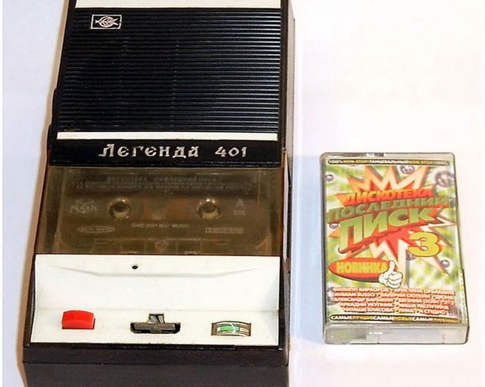 В начале 70-х в СССР началось производство плееров, которые могли воспроизводить музыку с компактных