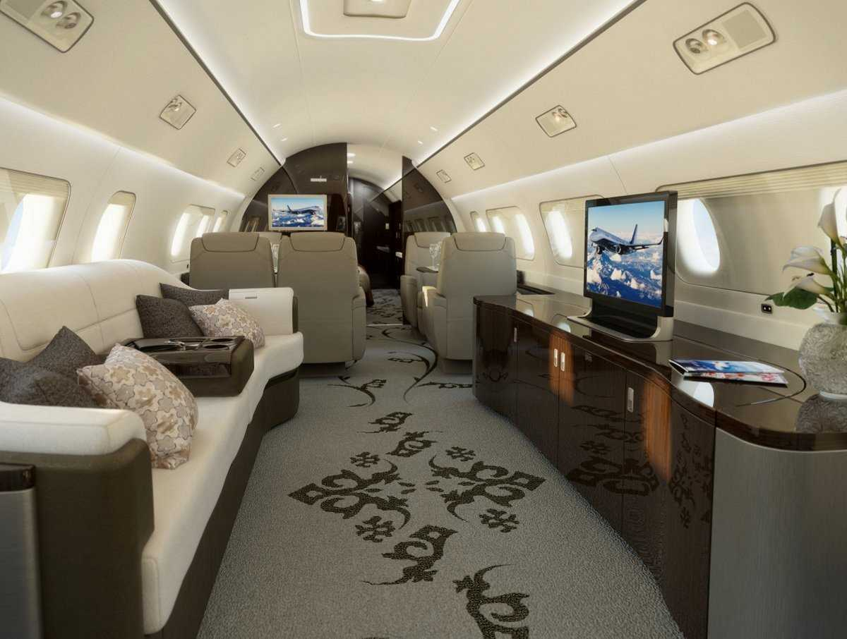 10. Embraer Lineage 1000E располагает роскошным салоном объемом 280 куб. метров и стоит около 53 млн