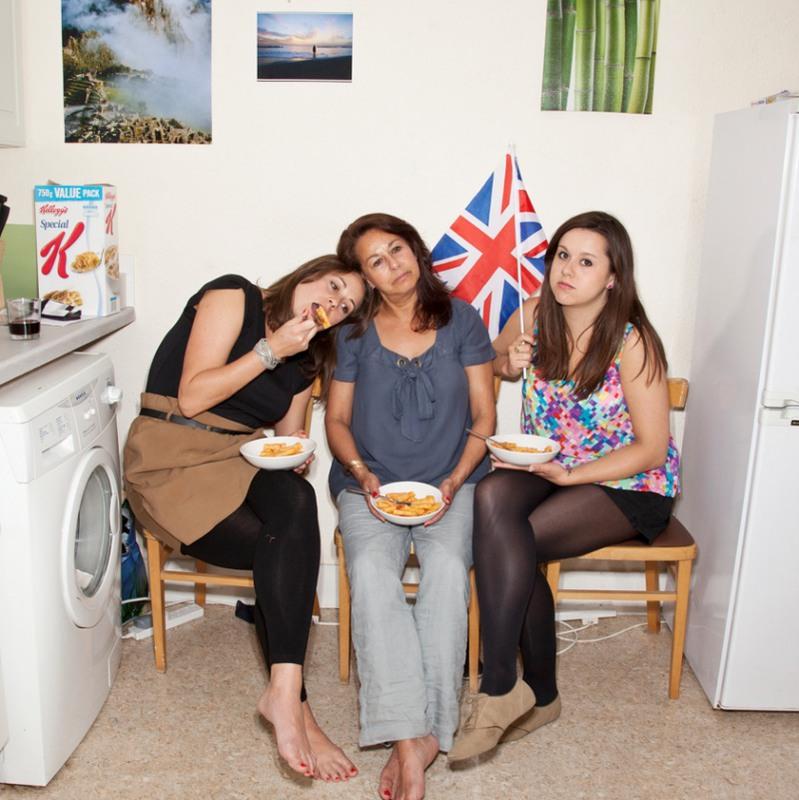 19 Сестры Джессика и Лора со своей мамой. Лондон, Великобритания