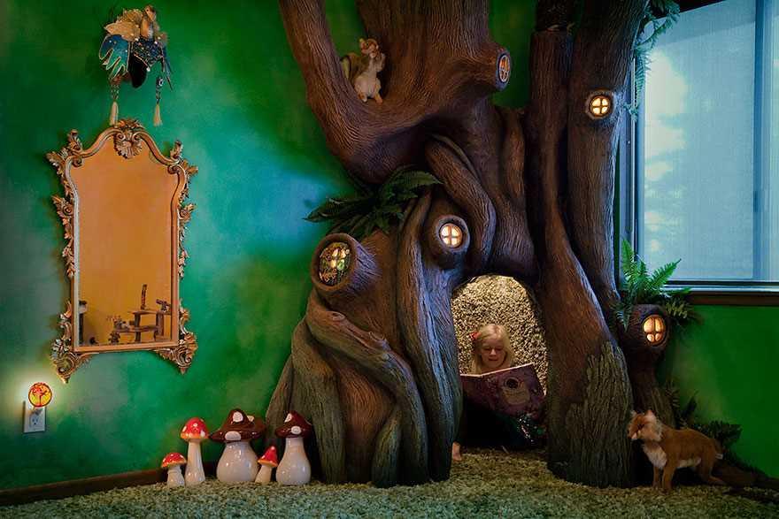 Любящий папа за 18 месяцев создал волшебное дерево в спальне дочери (12 фото)