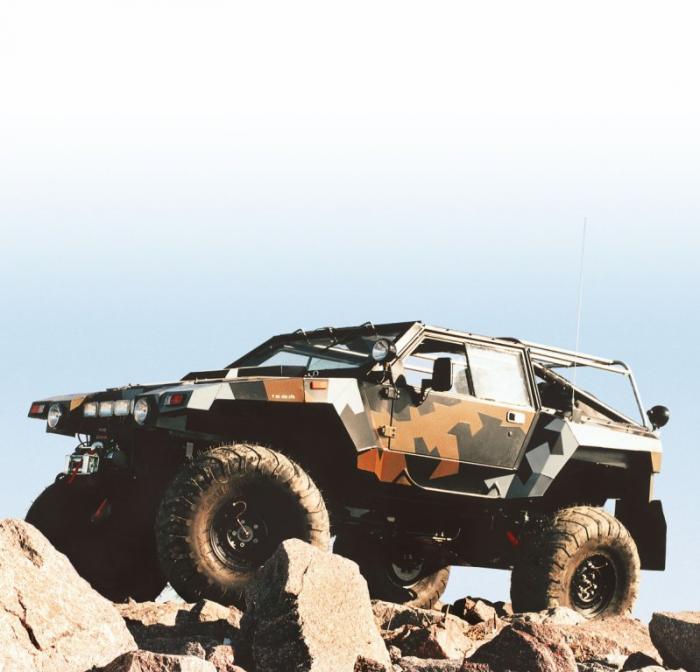 В начале 1990-х в нашей армии остро встал вопрос о легких полноприводных автомобилях нового поколени