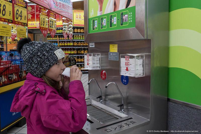11. Эх, попьем водички :). Пить можно из бумажного пакетика. Вода холодная 15-20 градусов и теплая 2