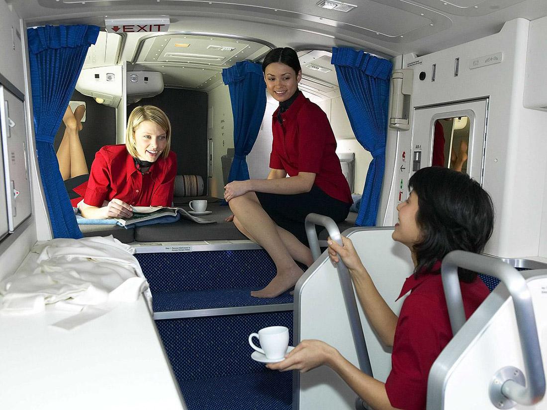 1. Это официальная презентация спальни стюардесс на Boeing 777.