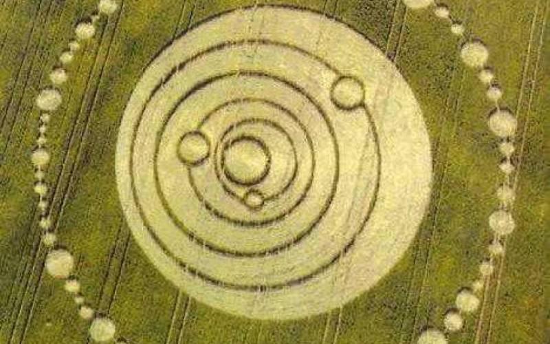 Эти круги, изображающие Солнце, Меркурий, Венеру, Марс, Землю и Юпитер, появились на полях в Лонгвуд