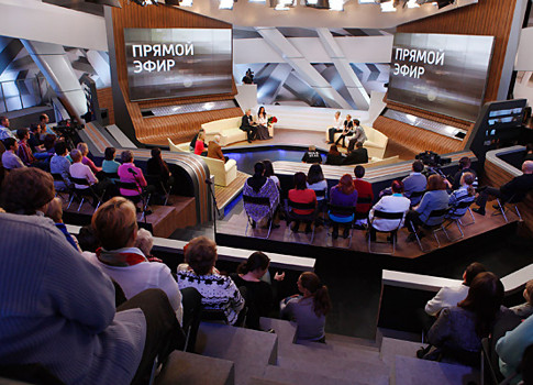 Зрители недовольны заменой Бориса Корчевникова впередаче «Прямой эфир» Дмитрием Шепелевым