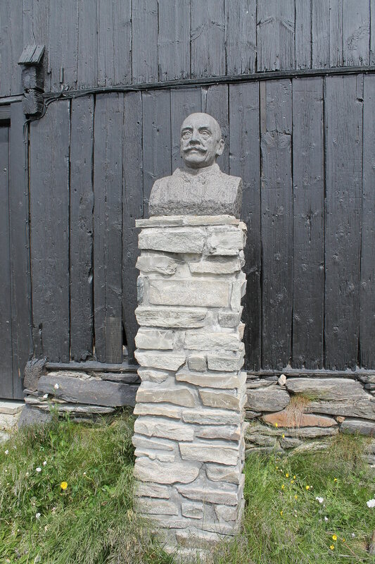 Byste av Harald Sohlberg i Spell-Olaveien pa Roros, ved Harald Sohlbergs plass