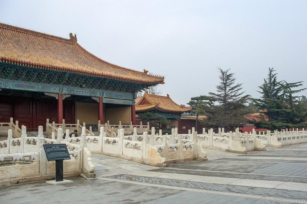 Алебардовые ворота, Храм Императорских Предков